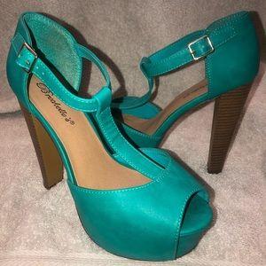 Breckelles Shoes - T-Strap Peep Toe Chunky Platform Sandal